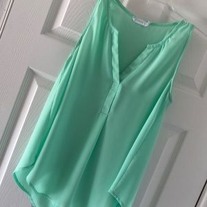 Super cute mint sleeveless loose top!